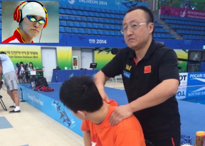 Sun Yang and Dr Ba Zhen on the poolside at the Asian Games in 2014 at a time when the doc should have been serving a WADA suspension. This snap and its reporting led to B being handed a second penalty.